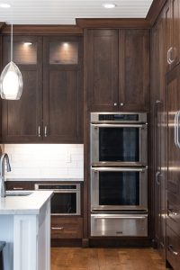 Utah kitchen with dark cabinetry and a white ceiling